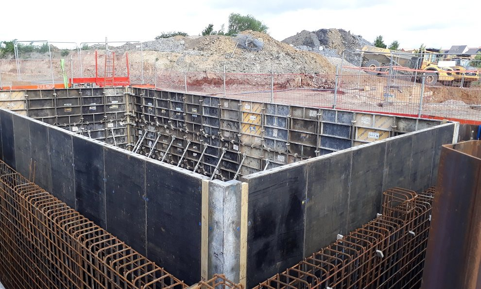 Large rectangular concrete shuttering for frami panels