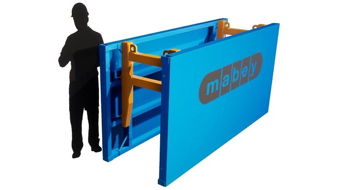 Aluminium trench shield to protect workers when installing utilities