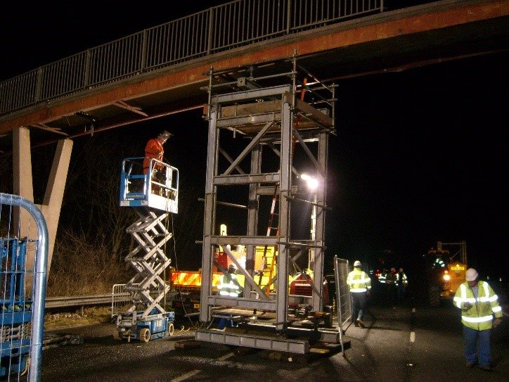 Emergency propping equipment and jacking used to re-open dual carriageway