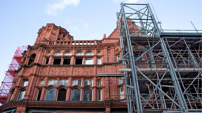 Shoring and propping the façade of a listed building