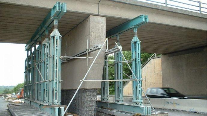 Propping lifting a bridge temporarily