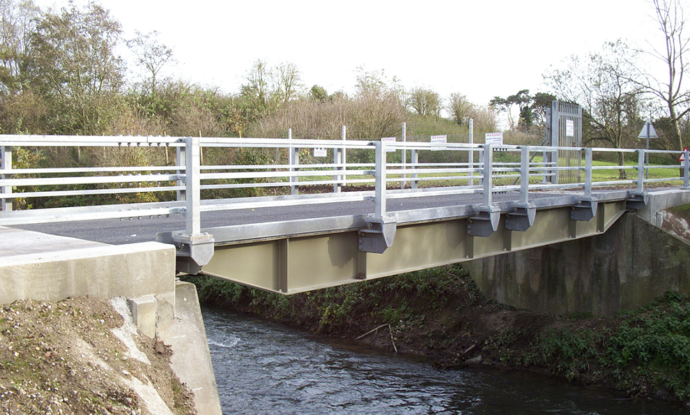Flat Top Quickbridge for vehicles to cross a river